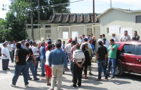 VECINOS DEL SIFON SE QUEJAN DE LOS APAGONES EN HUAUCHINANGO